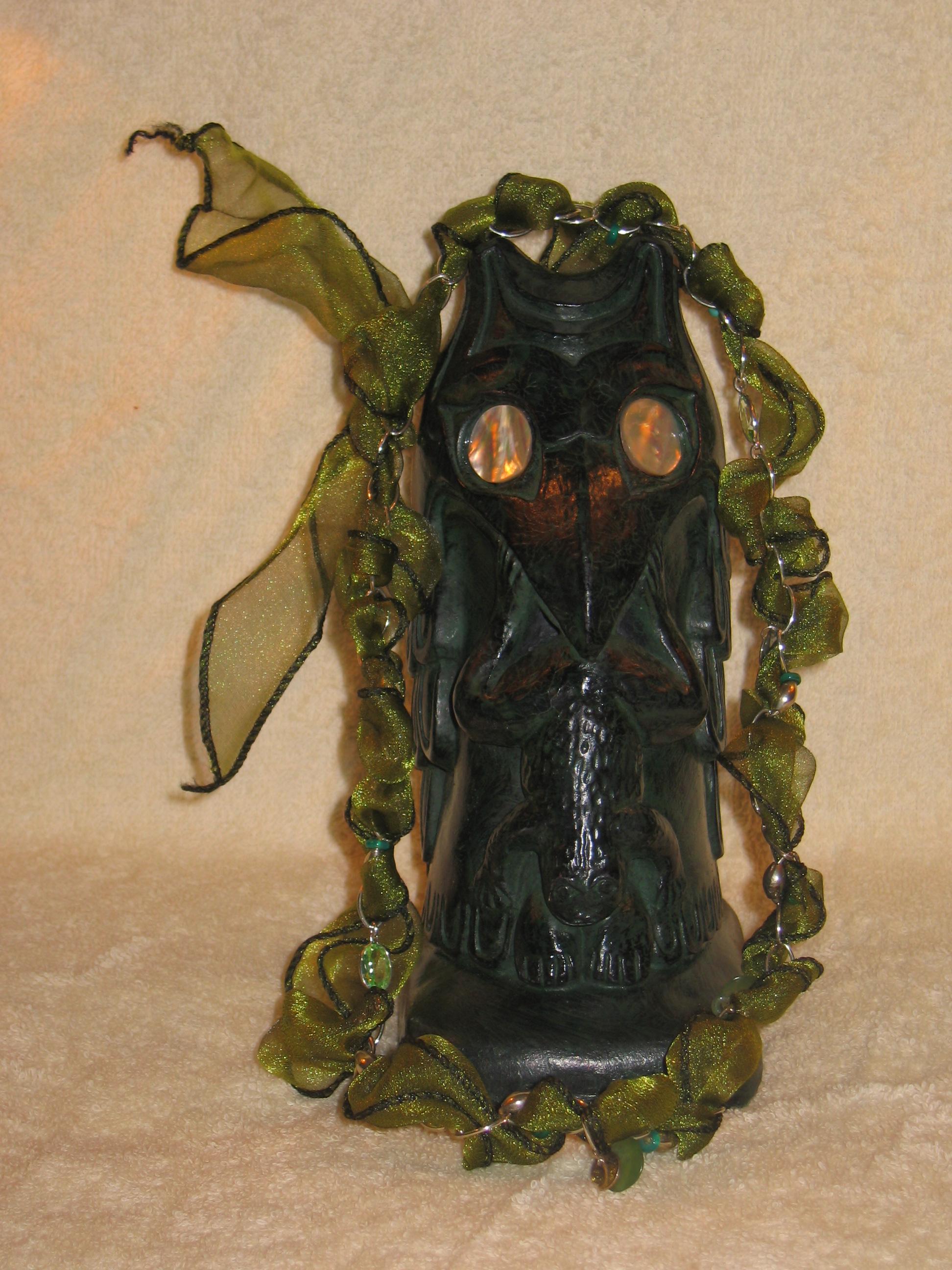 Charmed collier met groene stenen en cadeaulint