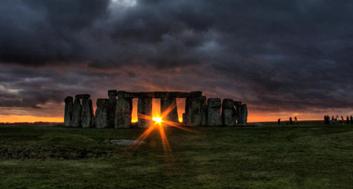stonehenge-at-dawn